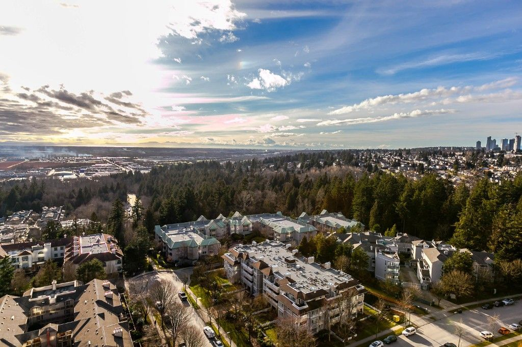"""Photo 7: Photos: 1903 7368 SANDBORNE Avenue in Burnaby: South Slope Condo for sale in """"MAYFAIR PLACE I"""" (Burnaby South)  : MLS®# R2140930"""