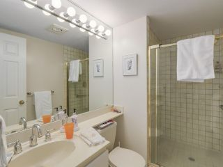 """Photo 15: 301 2189 W 42ND Avenue in Vancouver: Kerrisdale Condo for sale in """"GOVERNOR POINT"""" (Vancouver West)  : MLS®# R2098848"""