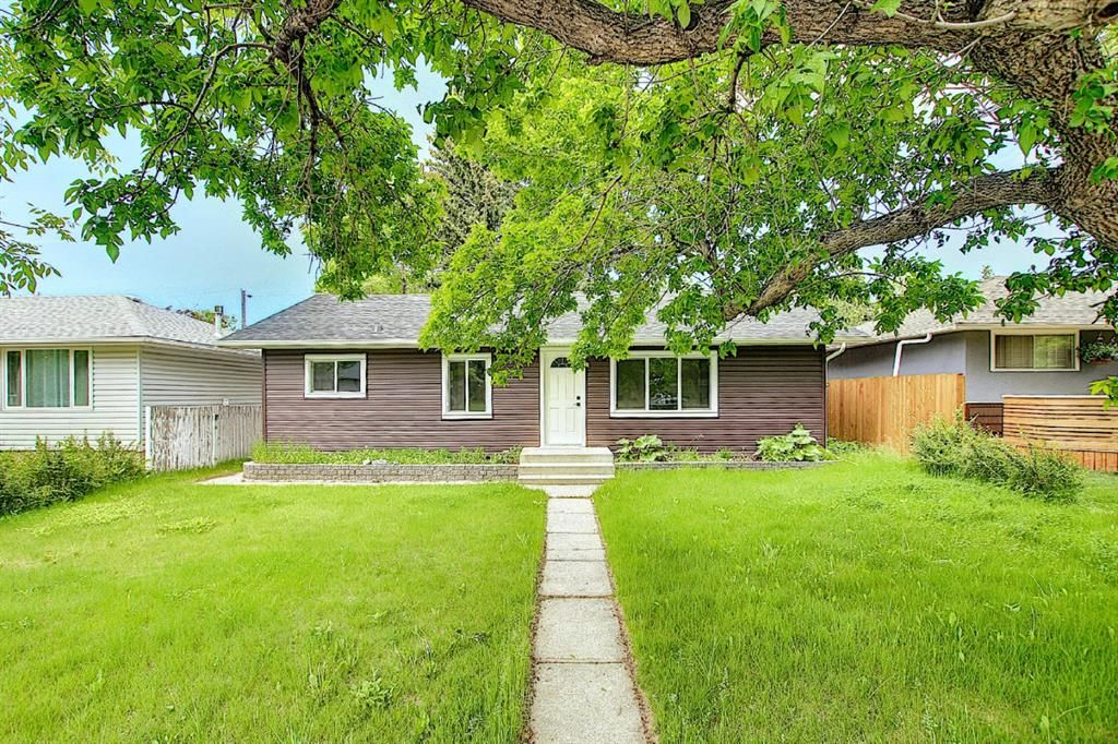 Main Photo: 2445 Elmwood Drive SE in Calgary: Southview Detached for sale : MLS®# A1119973