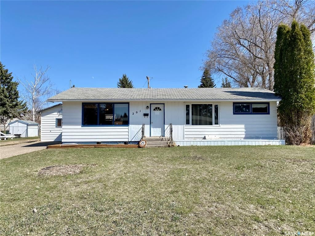 Main Photo: 201 Cross Street South in Outlook: Residential for sale : MLS®# SK851005
