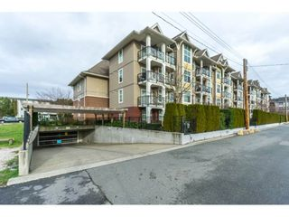 Photo 20: 208 17712 57A AVENUE in Surrey: Cloverdale BC Condo for sale (Cloverdale)  : MLS®# R2327988