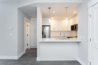 """Photo 4: 611A 2180 KELLY Avenue in Port Coquitlam: Central Pt Coquitlam Condo for sale in """"Montrose Square"""" : MLS®# R2624390"""