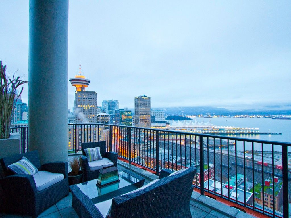 """Main Photo: 2910 128 W CORDOVA Street in Vancouver: Downtown VW Condo for sale in """"WOODWARDS"""" (Vancouver West)  : MLS®# V987819"""