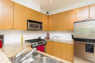 """Photo 7: 406 14 E ROYAL Avenue in New Westminster: Fraserview NW Condo for sale in """"Victoria Hill"""" : MLS®# R2092920"""