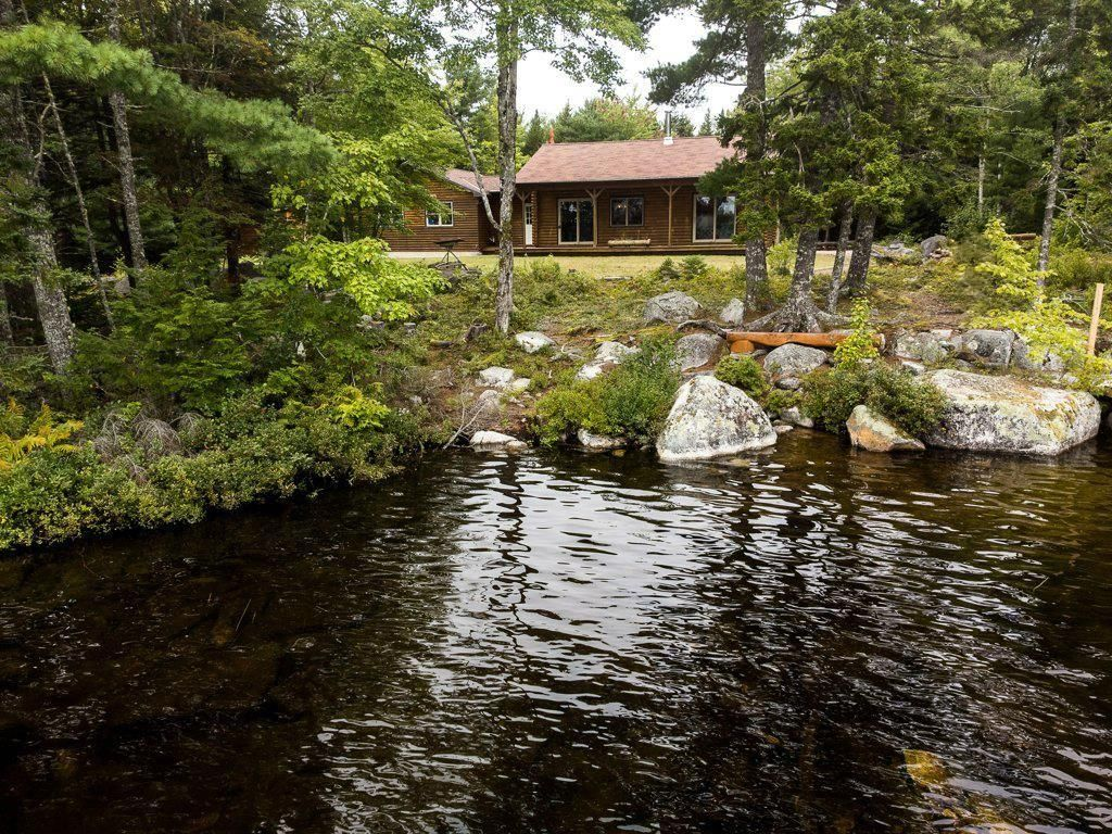 Main Photo: 205 EAGLE ROCK Drive in Franey Corner: 405-Lunenburg County Residential for sale (South Shore)  : MLS®# 202124031