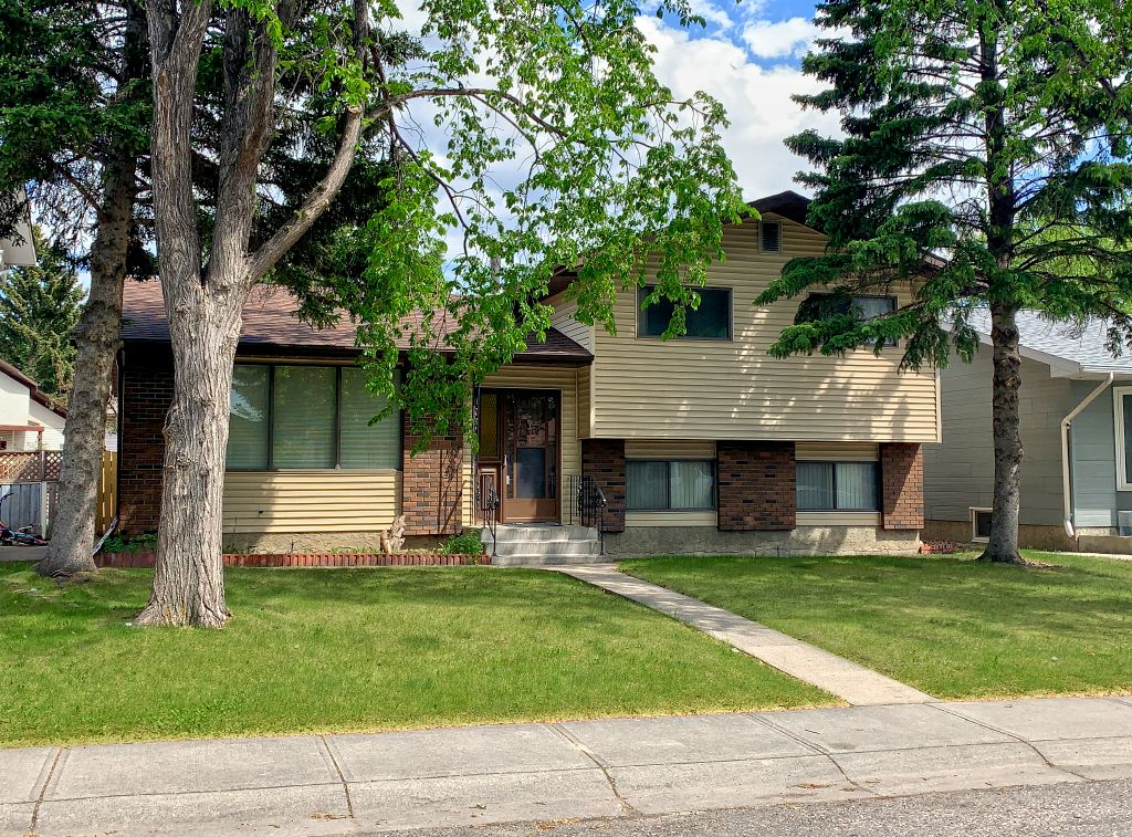 Main Photo: 216 Whitewood Place NE in Calgary: Whitehorn Detached for sale : MLS®# A1116052