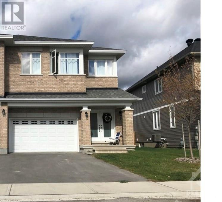 Main Photo: 10 WYLIE WAY in Carleton Place: House for sale : MLS®# 1265999