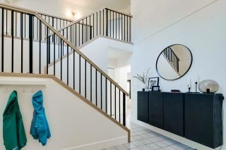 Photo 2: 34832 GLENEAGLES Place in Abbotsford: Abbotsford East House for sale : MLS®# R2595398