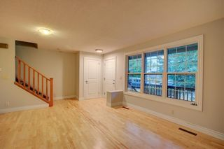 Photo 4: 2417 53 Avenue SW in Calgary: North Glenmore Park Semi Detached for sale : MLS®# C4299772