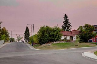 Photo 9: 23 CORNWALLIS Drive NW in Calgary: Cambrian Heights House for sale : MLS®# C4136794