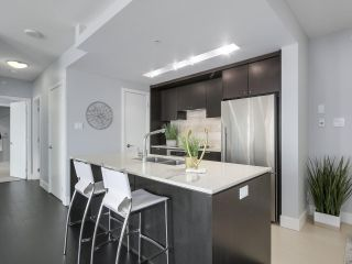 """Photo 5: 1606 1320 CHESTERFIELD Avenue in North Vancouver: Central Lonsdale Condo for sale in """"Vista Place"""" : MLS®# R2355353"""