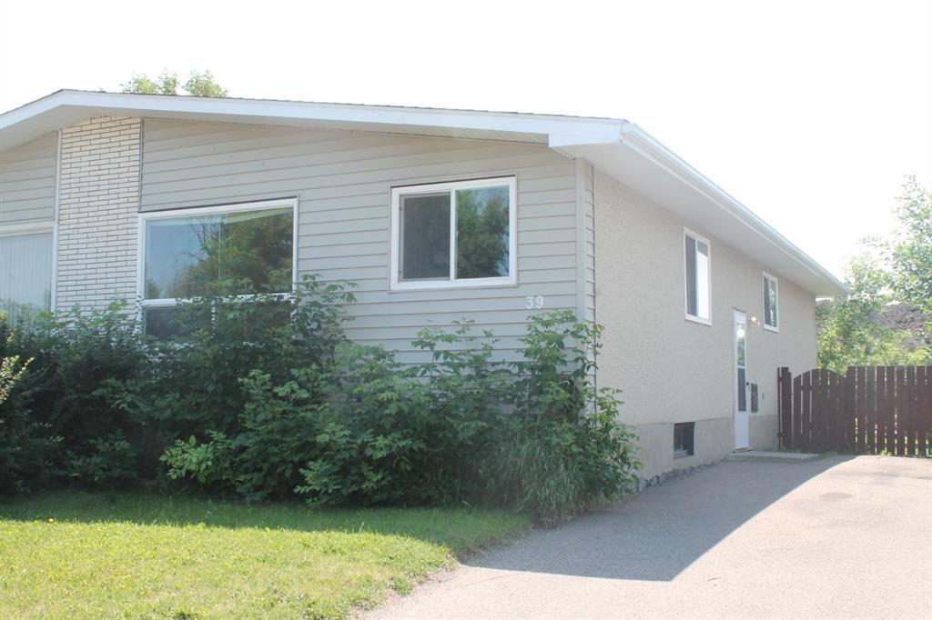 Main Photo: 39 Wells Street: Red Deer Semi Detached for sale : MLS®# A1127321