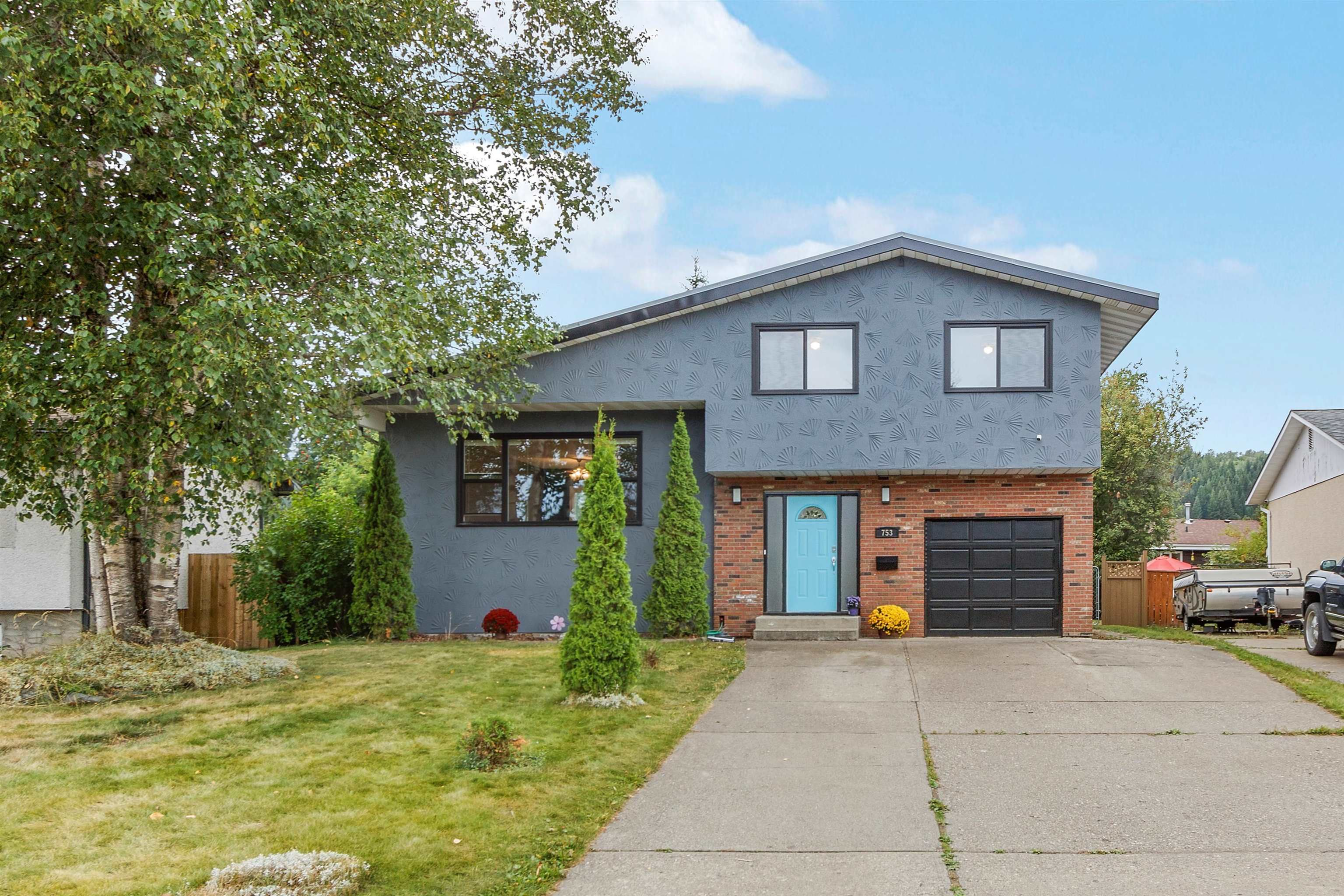 Main Photo: 753 FAULKNER Crescent in Prince George: Foothills House for sale (PG City West (Zone 71))  : MLS®# R2610843