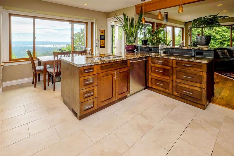 FEATURED LISTING: 573 BALLANTREE Road West Vancouver