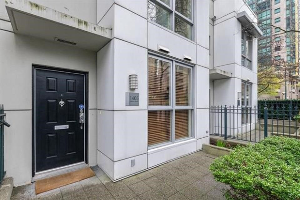 Main Photo: 1405 ALBERNI Street in Vancouver: West End VW Townhouse for sale (Vancouver West)  : MLS®# R2591344