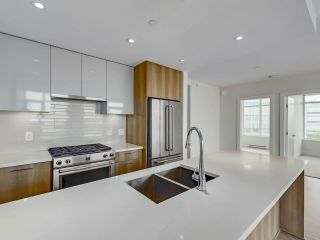 """Photo 7: 807 258 NELSON'S Court in New Westminster: Sapperton Condo for sale in """"THE COLUMBIA"""" : MLS®# R2575801"""