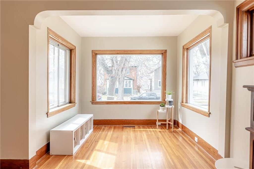 Photo 4: Photos: 292 Beaverbrook Street in Winnipeg: River Heights North Residential for sale (1C)  : MLS®# 202109631