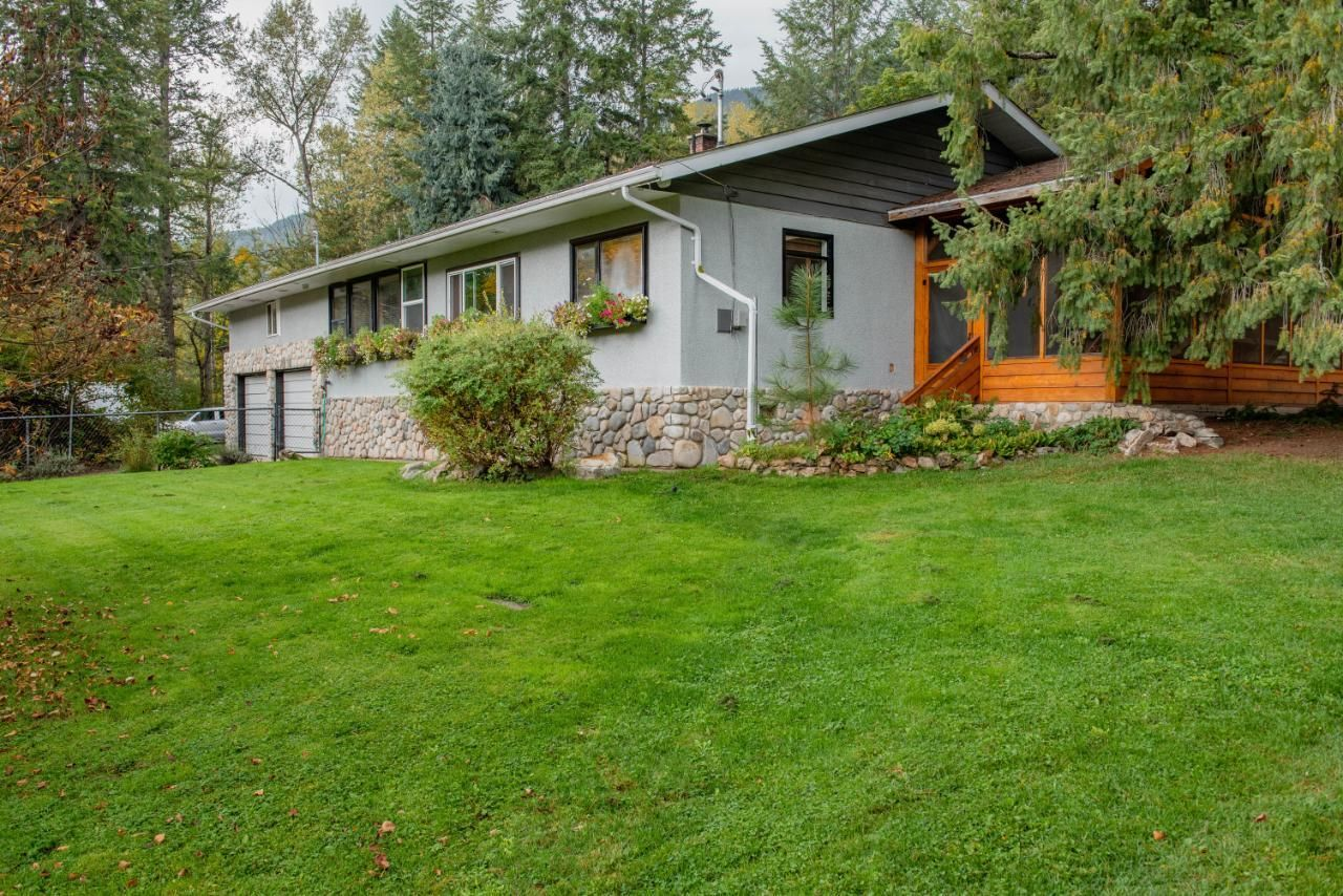 Main Photo: 6619 APPLEDALE LOWER ROAD in Appledale: House for sale : MLS®# 2461307