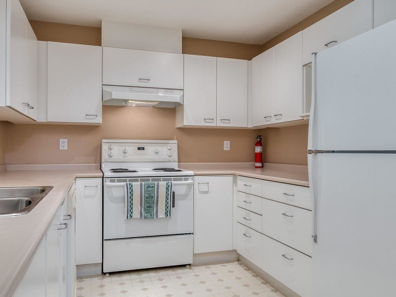 """Photo 15: Photos: 320 1252 TOWN CENTRE Boulevard in Coquitlam: Canyon Springs Condo for sale in """"The Kennedy"""" : MLS®# R2595291"""
