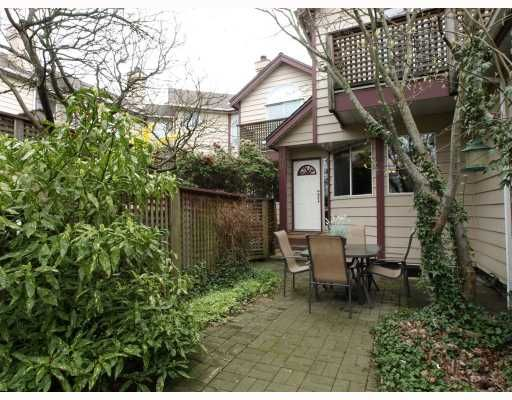 """Main Photo: 642 ST GEORGES Avenue in North_Vancouver: Lower Lonsdale Townhouse for sale in """"St.Georges Court"""" (North Vancouver)  : MLS®# V762753"""