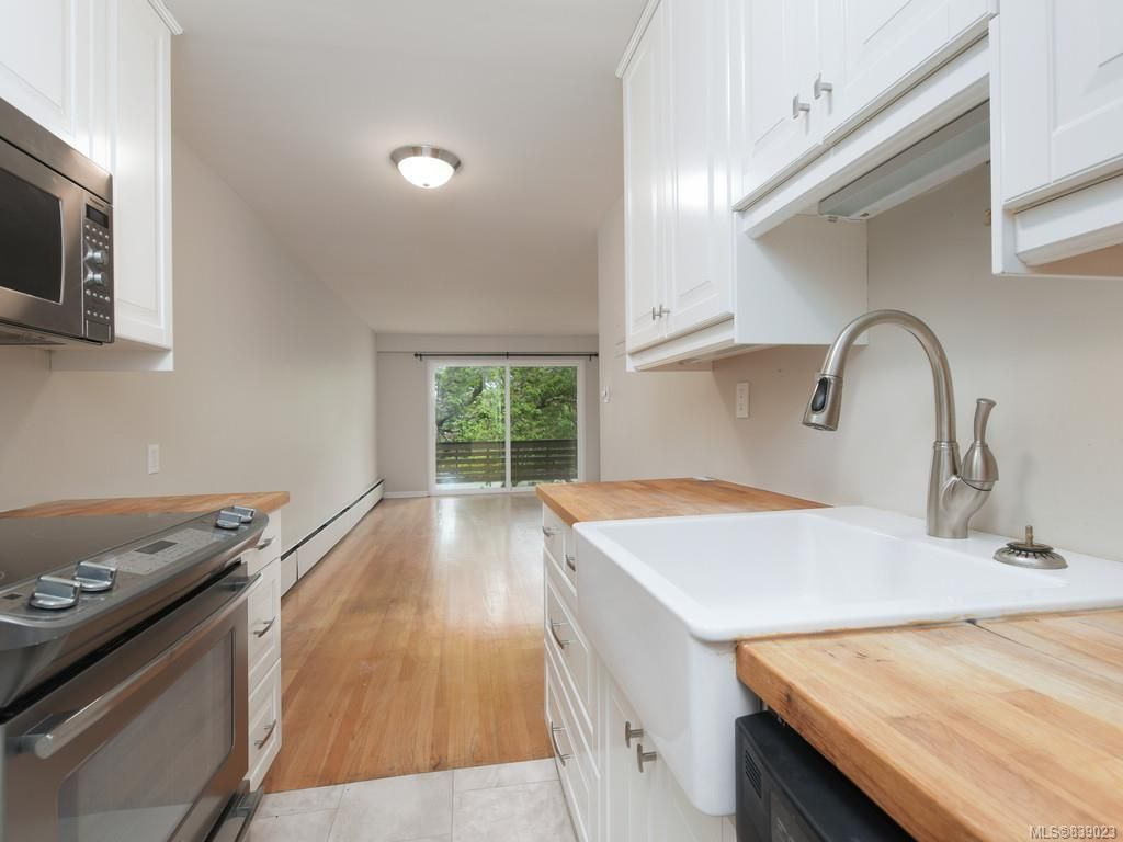 Photo 12: Photos: 203 1400 Newport Ave in Oak Bay: OB South Oak Bay Condo for sale : MLS®# 839023