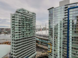 "Photo 7: 2306 131 REGIMENT Square in Vancouver: Downtown VW Condo for sale in ""SPECTRUM 3"" (Vancouver West)  : MLS®# R2019933"