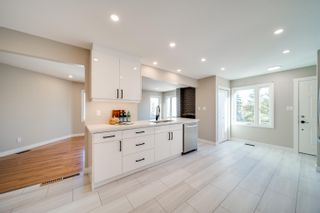 Photo 4: 5010 147 Street in Edmonton: Zone 14 Townhouse for sale : MLS®# E4266263