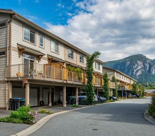 """Photo 1: 48 1188 WILSON Crescent in Squamish: Dentville Townhouse for sale in """"The Current"""" : MLS®# R2617887"""