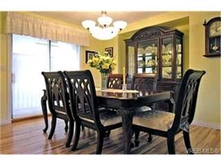 Photo 3: 4132 Mariposa Hts in VICTORIA: SW Strawberry Vale House for sale (Saanich West)  : MLS®# 419041