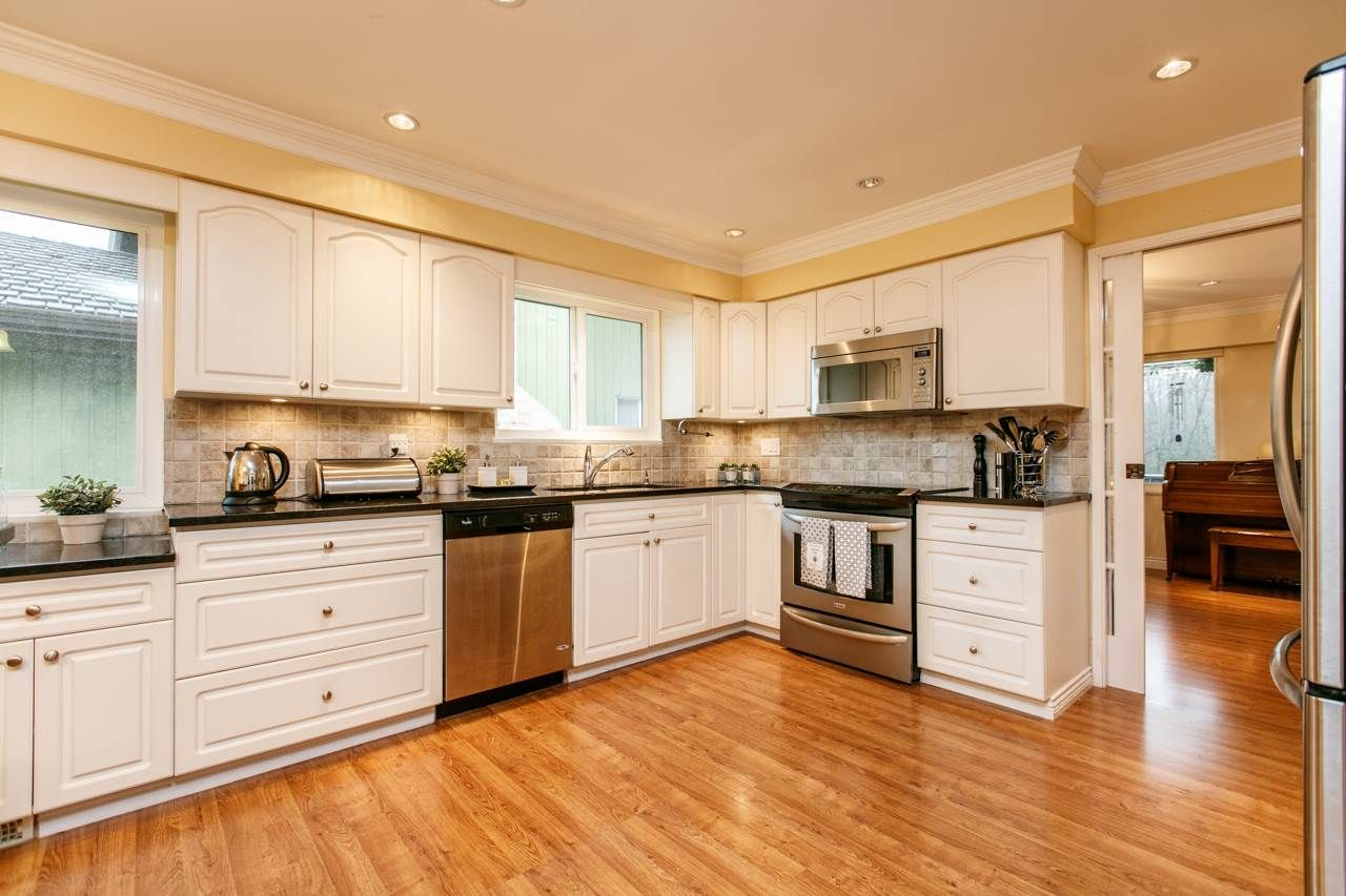 """Photo 5: Photos: 3168 E 63RD Avenue in Vancouver: Champlain Heights House for sale in """"CHAMPLAIN HEIGHTS"""" (Vancouver East)  : MLS®# R2027923"""