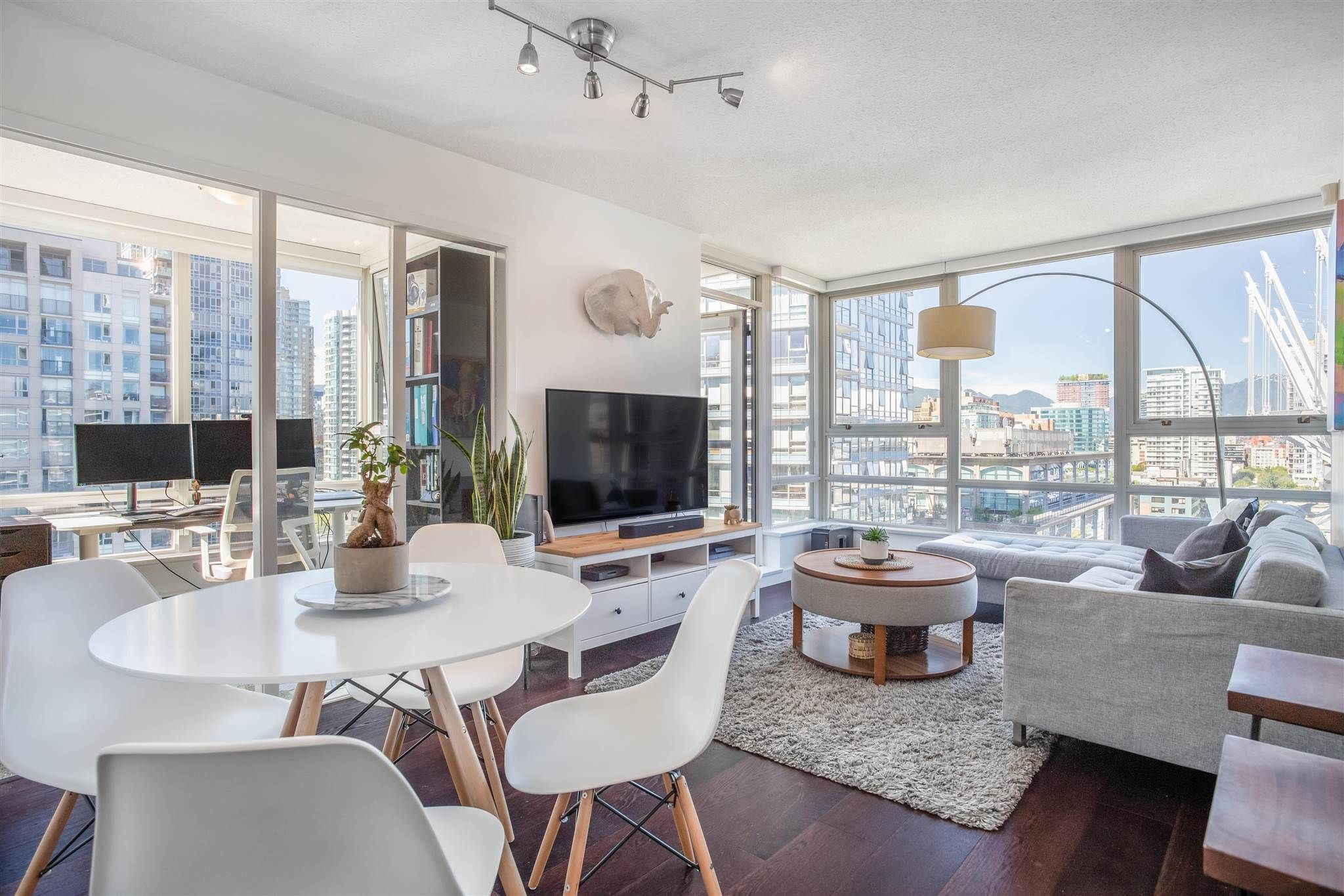 Main Photo: 1808 939 EXPO BOULEVARD in Vancouver: Yaletown Condo for sale (Vancouver West)  : MLS®# R2603563