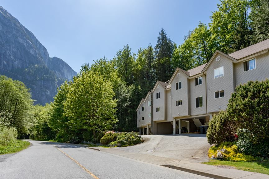 Main Photo: 2 9900 VALLEY Drive in Squamish: Valleycliffe Townhouse for sale : MLS®# R2266810