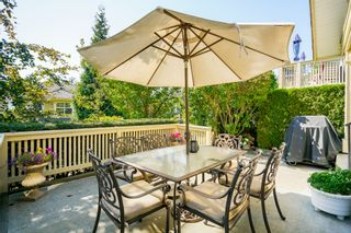 """Photo 1: 41 15450 ROSEMARY HEIGHTS Crescent in Surrey: Morgan Creek Townhouse for sale in """"CARRINGTON"""" (South Surrey White Rock)  : MLS®# R2301831"""