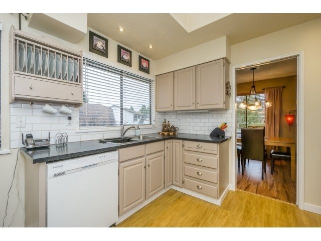 Photo 9: Photos: 5926 183 Street in Surrey: Cloverdale BC House for sale : MLS®# R2028252