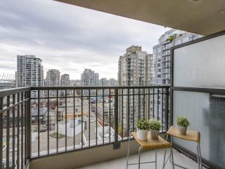 """Photo 10: 1606 989 RICHARDS Street in Vancouver: Downtown VW Condo for sale in """"MONDRIAN I"""" (Vancouver West)  : MLS®# R2122201"""