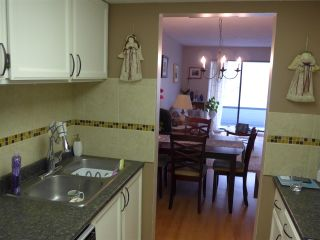 """Photo 13: 302 1341 GEORGE Street: White Rock Condo for sale in """"Ocean  View"""" (South Surrey White Rock)  : MLS®# R2429282"""