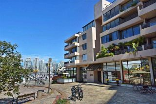 """Photo 2: 242 658 LEG IN BOOT Square in Vancouver: False Creek Condo for sale in """"HEATHER BAY QUAY"""" (Vancouver West)  : MLS®# R2404905"""