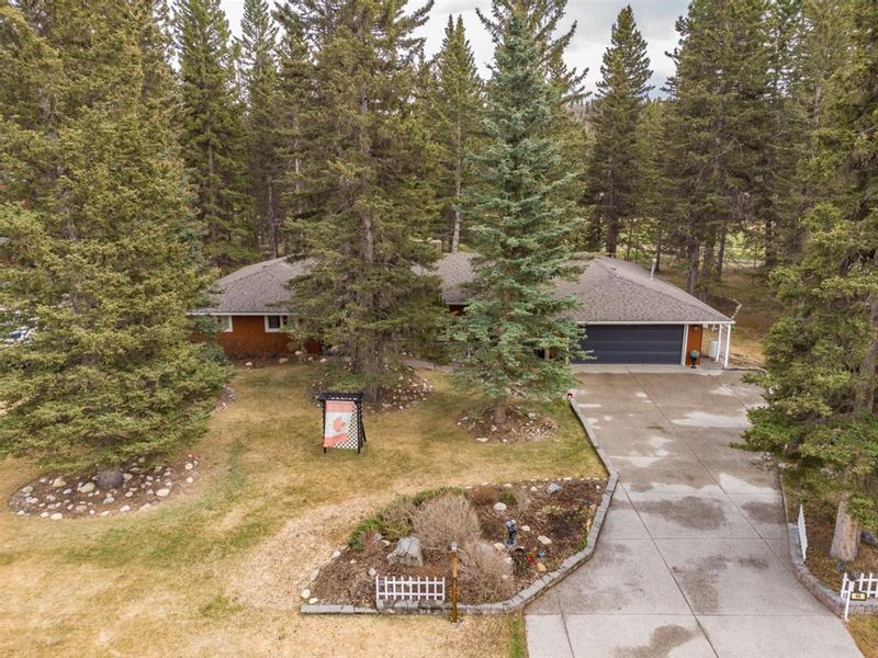 FEATURED LISTING: 48 Wolf Drive Bragg Creek