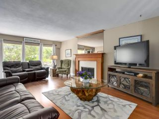 Photo 2: 5730 CRANLEY Drive in West Vancouver: Eagle Harbour House for sale : MLS®# R2293424
