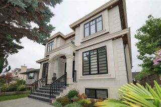 Photo 1: 6076 INVERNESS Street in Vancouver: South Vancouver House for sale (Vancouver East)  : MLS®# R2584381