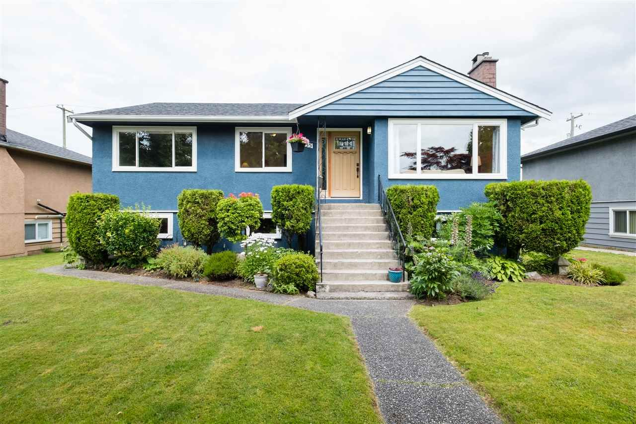 """Main Photo: 8555 KARRMAN Avenue in Burnaby: The Crest House for sale in """"The Crest"""" (Burnaby East)  : MLS®# R2473299"""