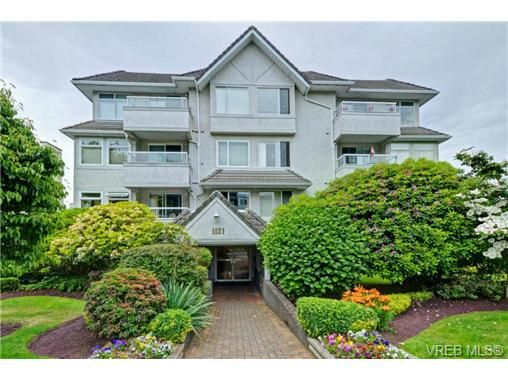 Main Photo: 402 1121 Oscar St in VICTORIA: Vi Fairfield West Condo for sale (Victoria)  : MLS®# 736563