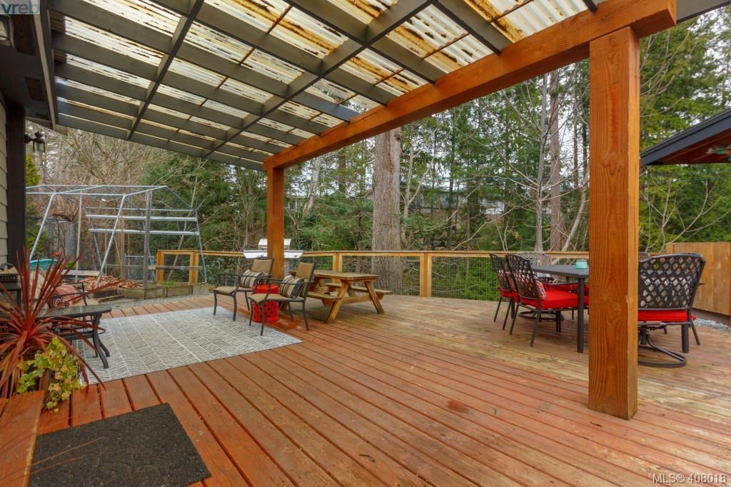 Photo 19: Photos: 2463 Selwyn Rd in VICTORIA: La Thetis Heights House for sale (Langford)  : MLS®# 810897