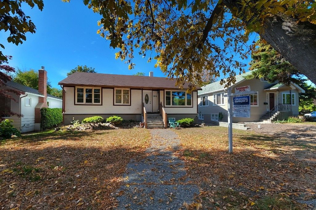 Main Photo: 1816 Maple Street in Kelowna: Kelowna South House for sale : MLS®# 10109538
