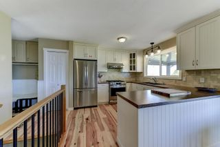 Photo 5: 6213 Whinton Crescent, in Peachland: House for sale : MLS®# 10240890
