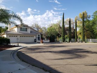 Photo 2: EL CAJON House for sale : 3 bedrooms : 13796 WYETH RD