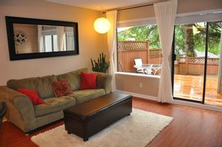 Photo 2: 915 Britton Drive in Woodside Village: Home for sale