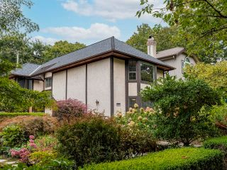 """Photo 3: 3811 W 27TH Avenue in Vancouver: Dunbar House for sale in """"Dunbar"""" (Vancouver West)  : MLS®# R2620293"""