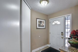 Photo 4: 813 Applewood Drive SE in Calgary: Applewood Park Detached for sale : MLS®# A1076322