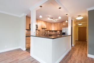 """Photo 5: 204 522 MOBERLY Road in Vancouver: False Creek Condo for sale in """"DISCOVERY QUAY"""" (Vancouver West)  : MLS®# R2126616"""
